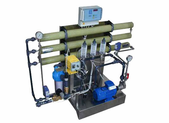 Impianti ad osmosi inversa con portata oraria di 150 lt. Reverse osmosis systems with hourly flow rate from 150 liters.