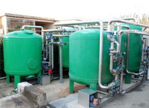 Impianto di filtrazione reflui installato su Lavanderia industriale con portata oraria di 30 mc. Filtration plant effluents installed on Industrial Laundry hourly capacity of 30 cubic meters.